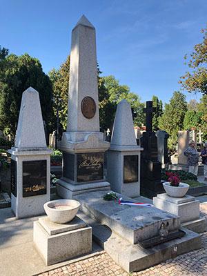 ヴィシェフラド  スメタナの墓地